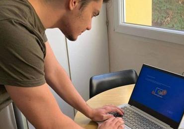 Darované laptopy míří k sociálně slabším. Pomohou s distanční výukou