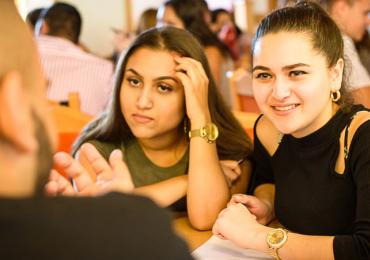 Romský vzdělávací fond vyhlašuje další kolo stipendií pro romské vysokoškoláky. Uzávěrka přihlášek je do 15. 5. 2018
