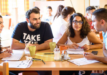 Romská historie, identita, média. Páté setkání romských studentů BARUVAS je tu!