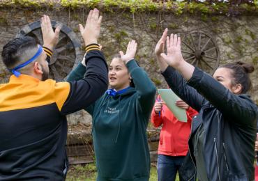 Romští studenti se na devátém setkání BARUVAS utkali ve vědomostech i sportu