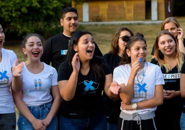 Začíná již osmé setkání romských studentů programu BARUVAS. Přijede i módní návrhář Pavel Berky