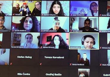 ROMEA uspořádala setkání romských studentů BARUVAS online! Zaměřilo se na romskou historii a rizika manipulací v médiích i na politické scéně
