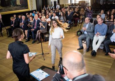 Nejlepší stipendisté organizace ROMEA dostanou finanční podporu od soukromého dárce