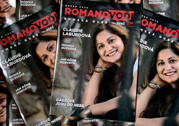 """Vyšlo nové Romano voďi: S Monikou Duždovou o """"slavné"""" segregované škole v Michaľanech, s Claudií Laburdovou o romských ženách"""
