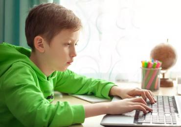 Propast, která se zvětšuje. Tisíce dětí koronavirus odstavil od vzdělávání
