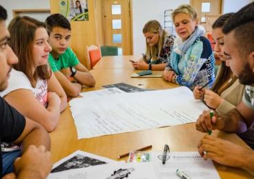 Koronakrize ukázala problémy studentů z chudých rodin, ROMEA pokračuje v jejich podpoře